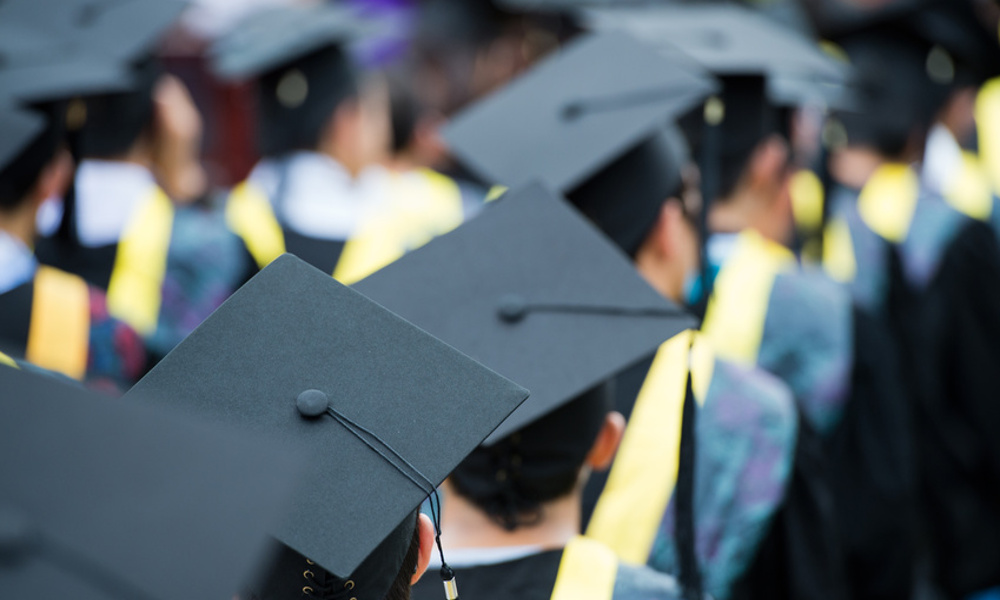 Graduation Gift Ideas: 5 Popular Online Retailers